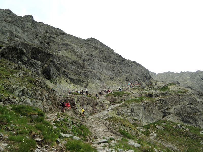Reťaze a kramle cestou na Rysy vyvolávajú miestami zápchy.