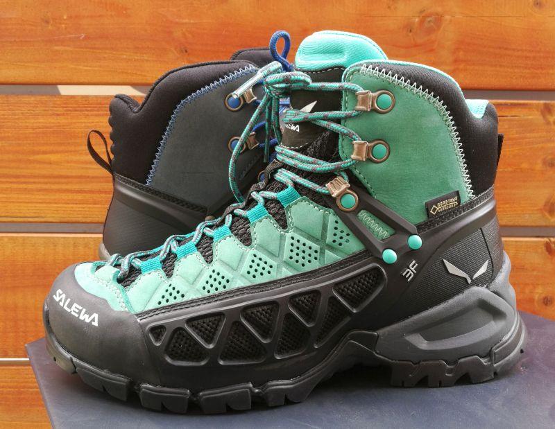 Ak hľadáte topánky na turistiku a trekking. Nie je o čom premýšľať. Letné turistické  topánky SALEWA ALP FLOW MID GTX sú tou správnou voľbou. ea5b3428717