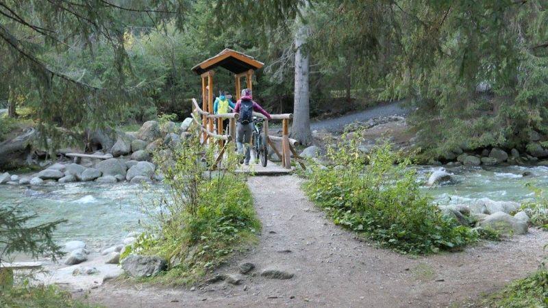 Bývalý drevený most cez rieku Belá, v súčasnosti nahradený menším mostíkom.